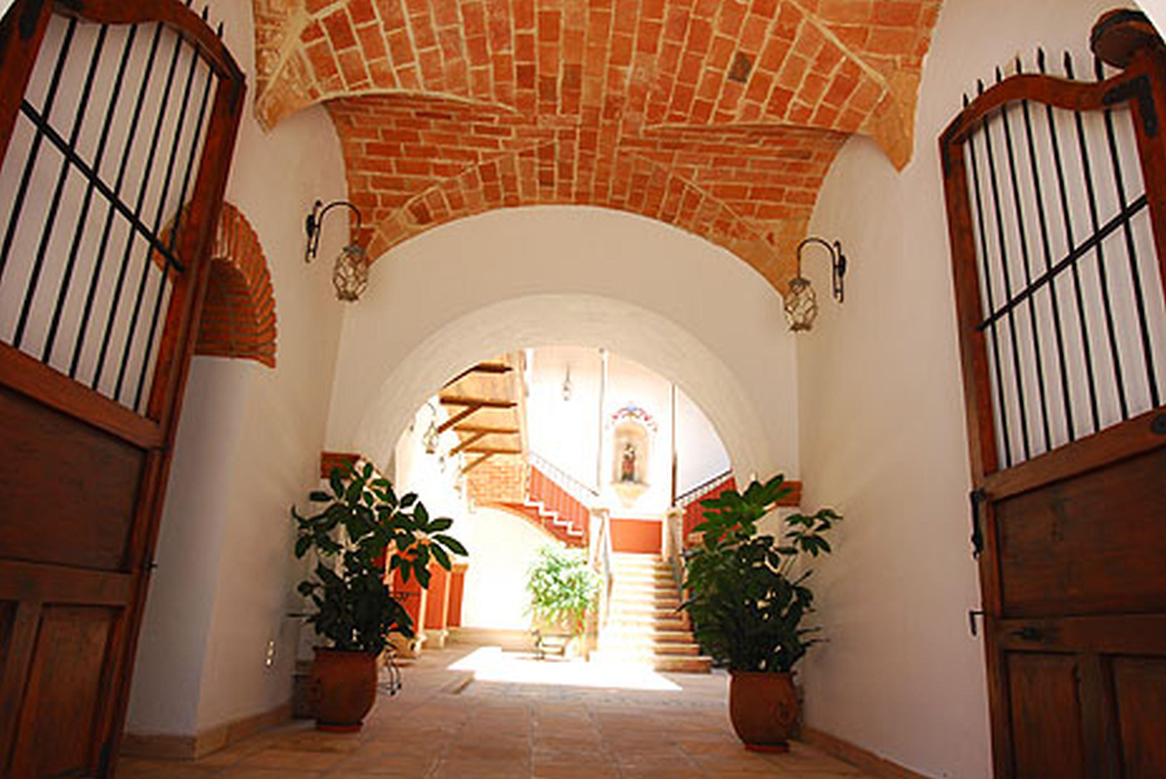 Hotel Parador Santa Maria La Real